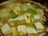 野菜と豆腐を入れる